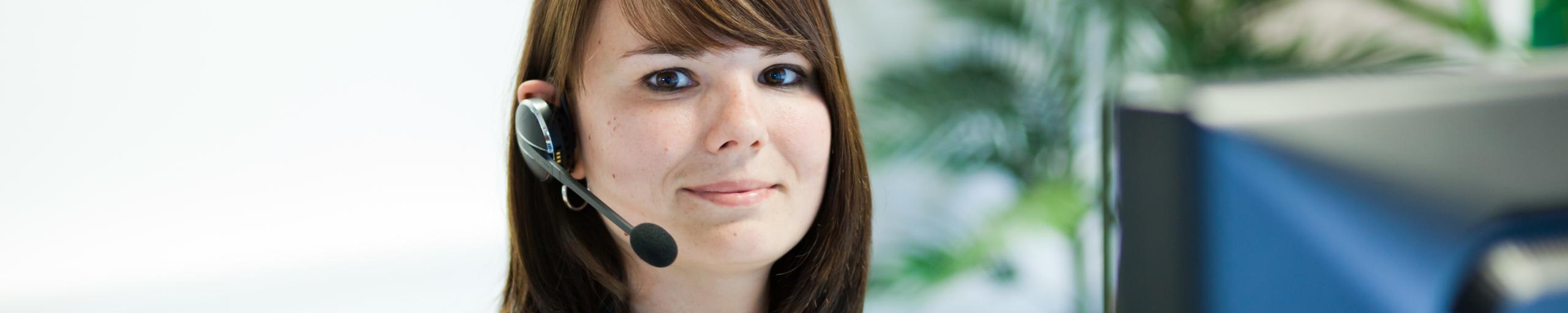 Headerbild Frau mit Headset