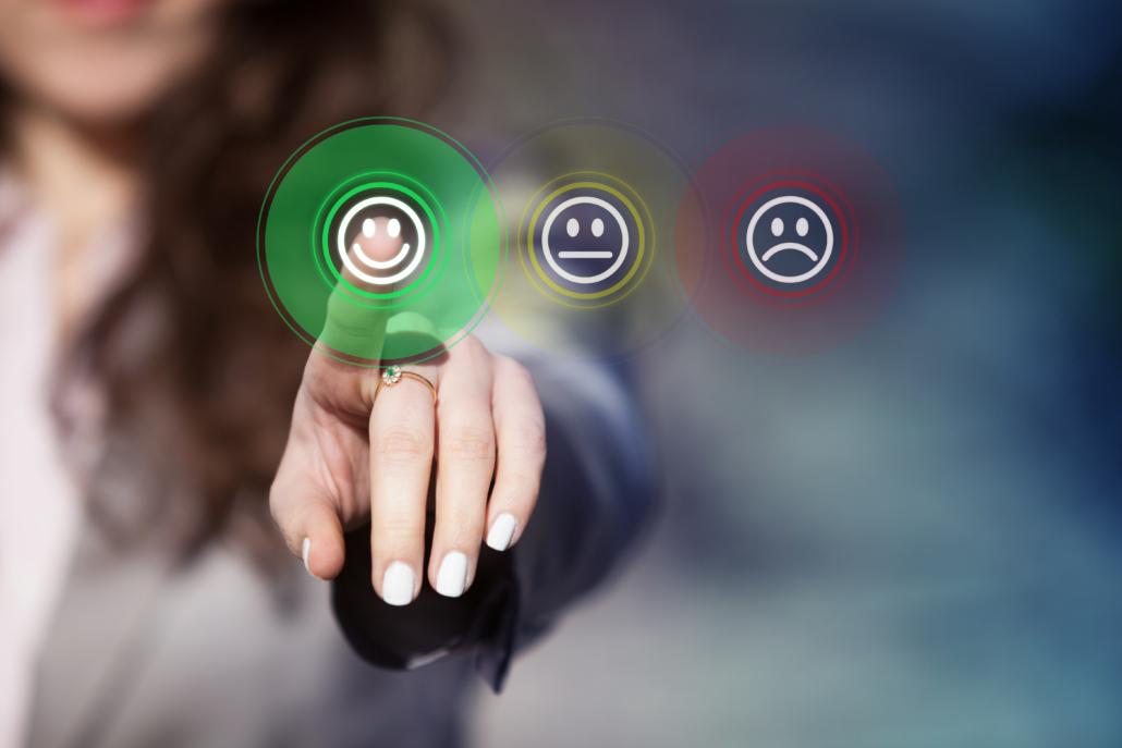 Finger tippt auf Kundenzufriedenheit